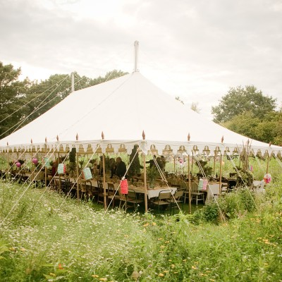 country garden wedding photographs by Wild Weddings
